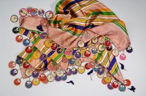 Von Männern getragenes Tuch mit Nelken-Oya
