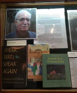 Bücher von Ibrahim Muhawi in einem Schaukasten der American Academy of Arts and Letters (AAAL), New York mit Büchern von Ibrahim Muhawi aus Anlass der Preisverlehung