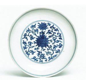 Schale mit blau-weiß-Dekor, China 1. Hälfte 16. Jh., Preetorius Stiftung im Museum Fünf Kontinente München